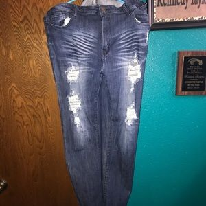 Denim - Women's ripped jeans